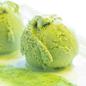 Recept voor het maken van matcha yoghurtijs